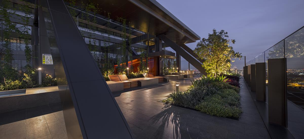 The cantilevered Sky Garden at One Central Park by Murray Fredericks 2