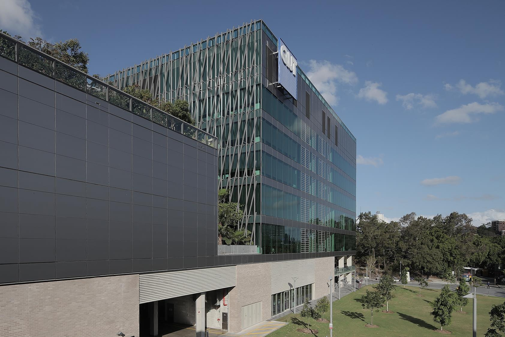 Brisbane-QIT-Scitech-exterior-2