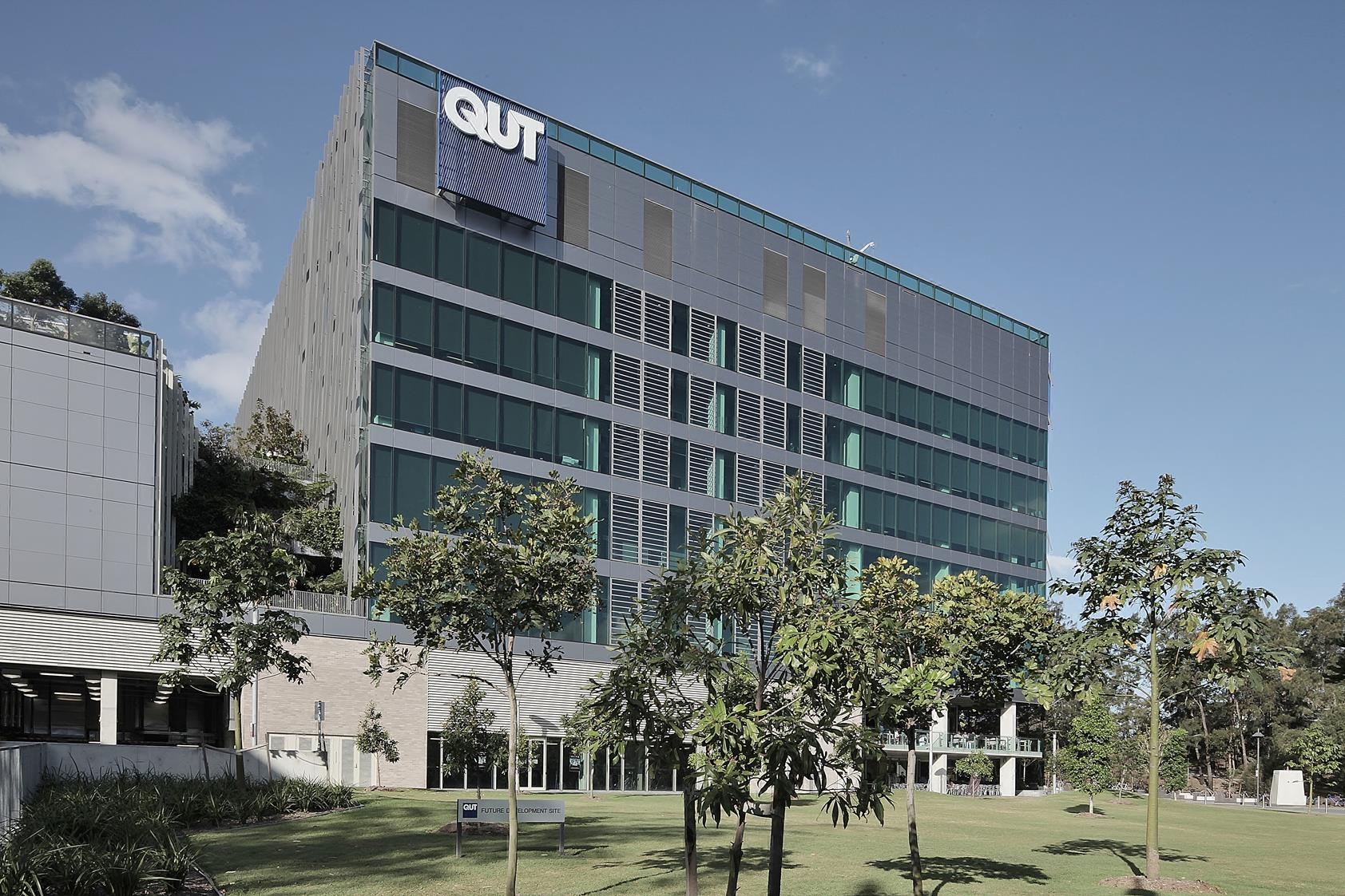 Brisbane-QIT-Scitech-exterior-3