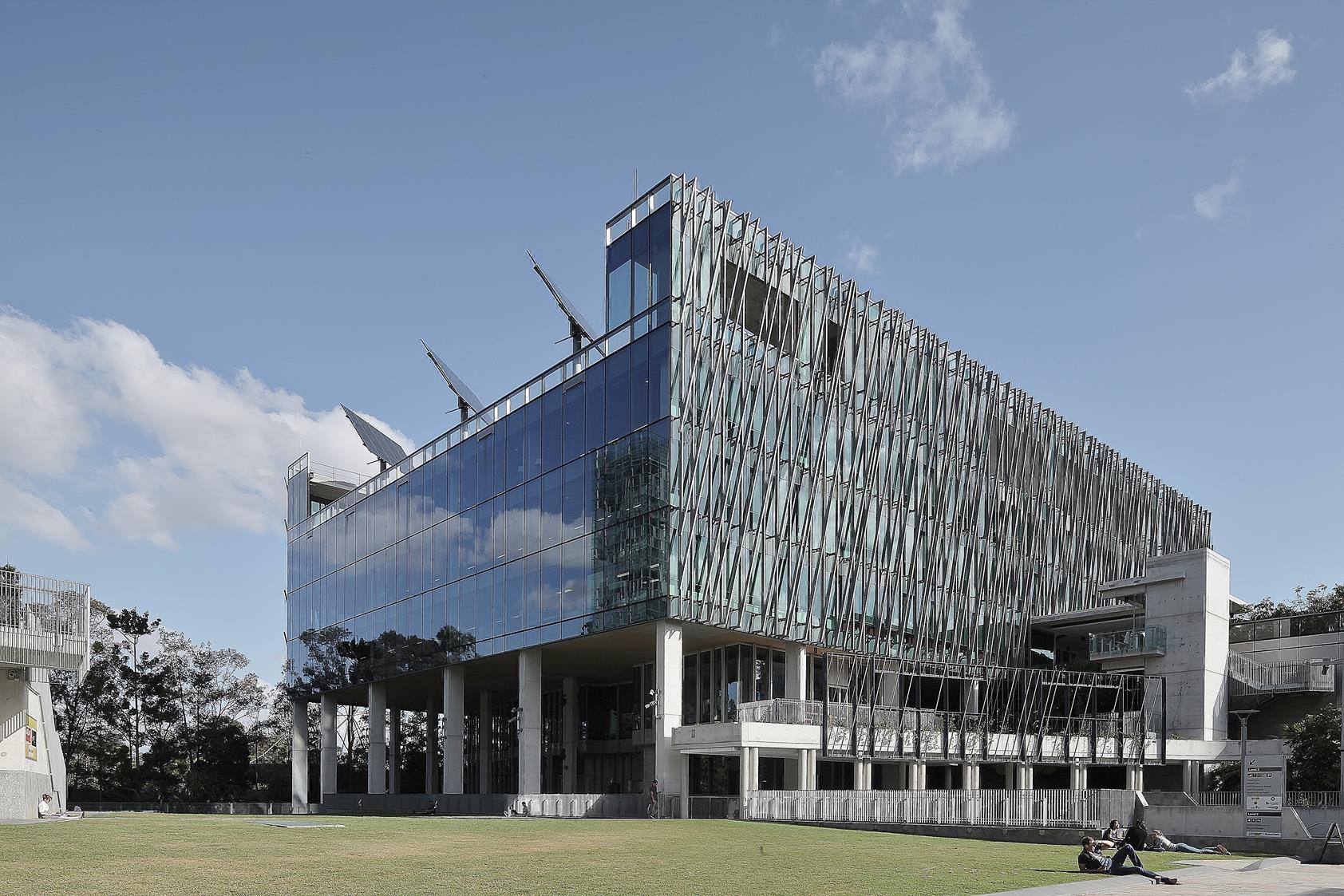 Brisbane-QIT-Scitech-exterior-4